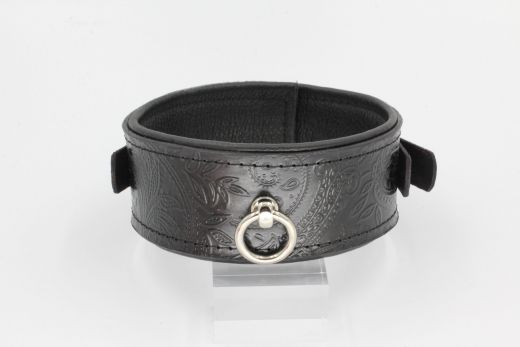 Leather collar with paisley pattern